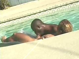 gay mixed cocksucking in the swimmingpool