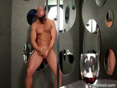 muslced stud jerking his pretty dick gays